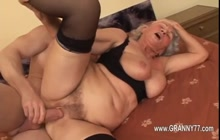 Young dude fucking a horny granny